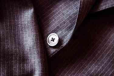 Suit 407086 640
