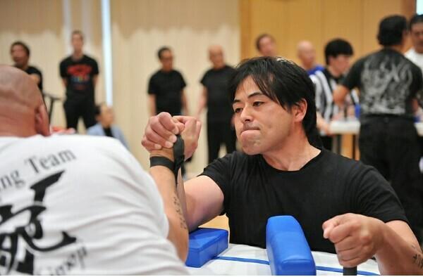 腕相撲のコツと必勝法をアームレスリング元日本代表が解説