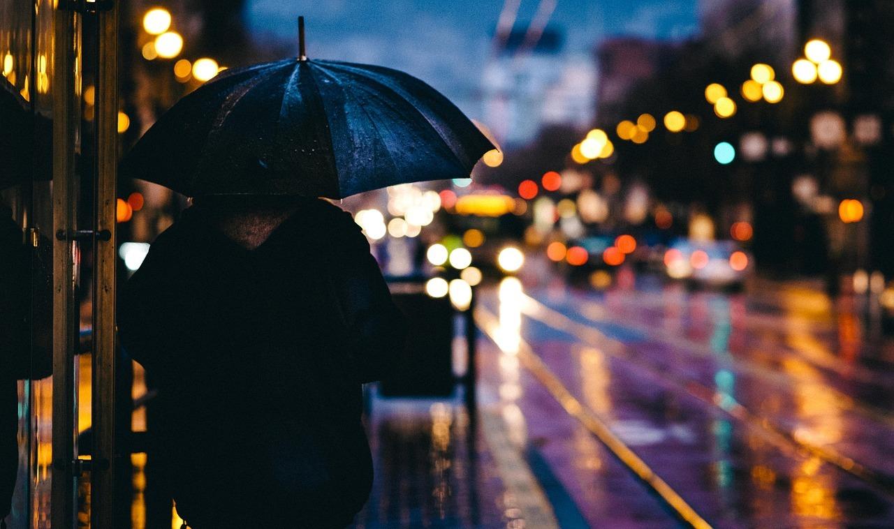 浮かない雨の日は個性的スタイリッシュで乗り切る!アイデア傘5選