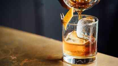 バーで飲むような上質な一杯を演出!高級アイスモールドで本格氷形成