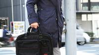 仕事の出来る人が愛用する、軽やかナイロン素材系ビジネスバッグ4選